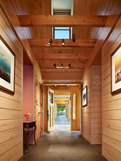 Rustic Entry by David Vandervort Architects