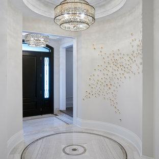 Immagine di un grande ingresso chic con pareti bianche, pavimento in gres porcellanato, una porta singola, una porta nera, pavimento bianco e soffitto a cassettoni