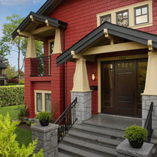 Traditional Entry by JDL Homes Vancouver
