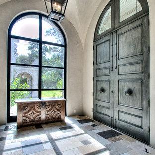 ヒューストンの広い両開きドアコンテンポラリースタイルのおしゃれな玄関の写真