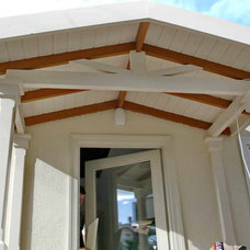 Traditional Entry by ASMAZ WOOD FRAME CUSTOM HOMES