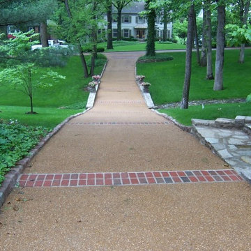 Ladue, Missouri exposed aggregate driveway with brick banding