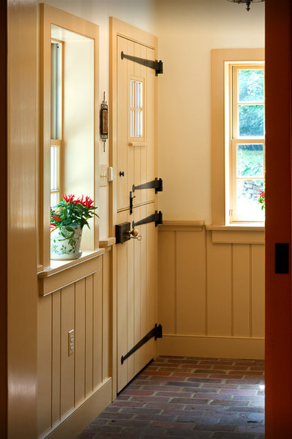Traditional Entry by Warren Claytor Architects, Inc.