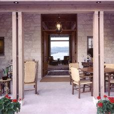 Traditional Entry by Steinbomer, Bramwell & Vrazel Architects