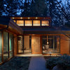Houzz Tour: Transparency Guides a Woodland Home