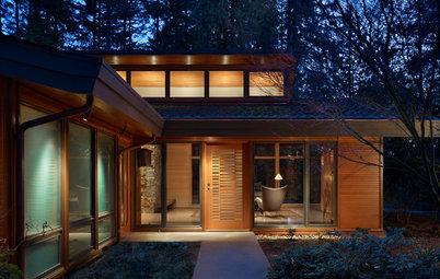 Houzz Tour: Transparency Guides a Woodland Home