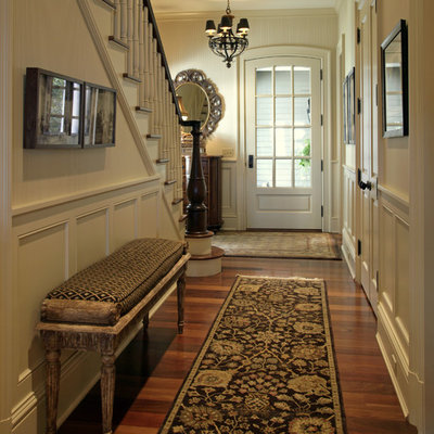 Example of a classic entryway design in Minneapolis