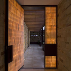 Contemporary Entry by Dick Clark + Associates