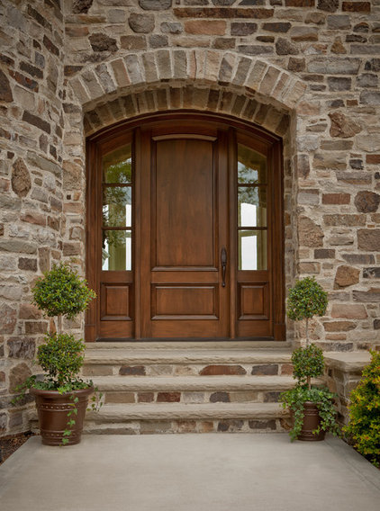 Traditional Entry by Schill Architecture LLC