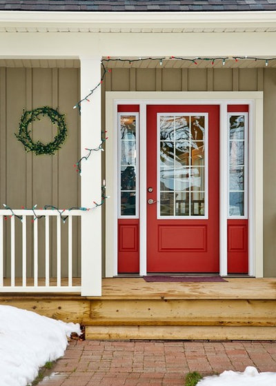 Traditional Entry by Tucker Homes