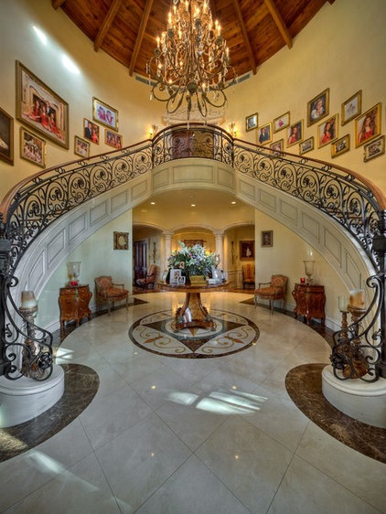 Traditional Entry by W.A. Bentz Construction, Inc.