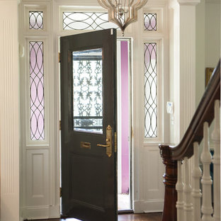Пример оригинального дизайна интерьера: фойе среднего размера в стиле фьюжн с белыми стенами, темным паркетным полом, двустворчатой входной дверью, металлической входной дверью и розовым полом