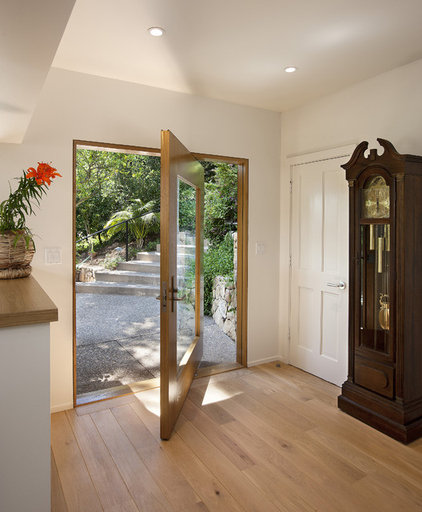 Contemporary Entry by Allen Construction