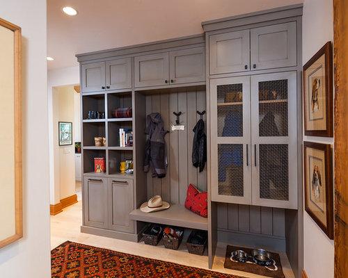 entr e montagne avec un mur blanc photos et id es d co d 39 entr es de maison ou d 39 appartement. Black Bedroom Furniture Sets. Home Design Ideas