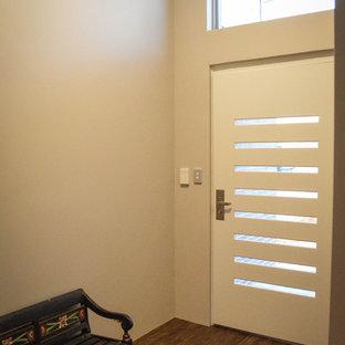 Diseño de distribuidor vintage con suelo vinílico, puerta simple y puerta blanca