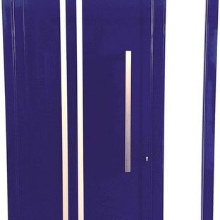 Imagen de puerta principal actual, grande, con puerta simple y puerta azul
