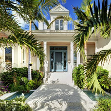 Tropical Entry by Clifford M. Scholz Architects Inc.