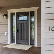 Traditional Entry by Spinell Homes, Inc