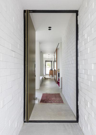 Modern Entrance by Glamuzina Architects