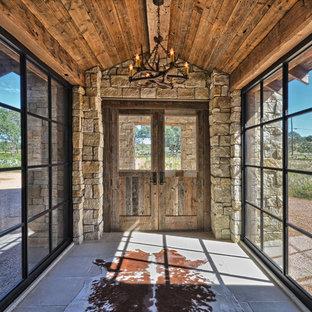 Immagine di un ingresso o corridoio stile rurale