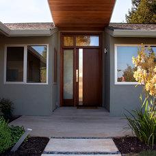 Modern Entry by JP Builders, Inc
