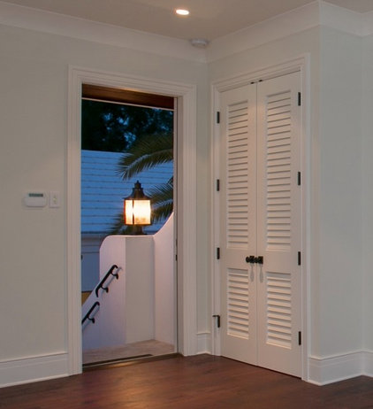Traditional Entry by Supa Doors