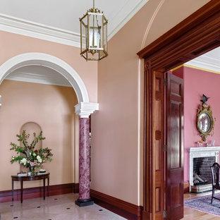 ウーロンゴンの広い片開きドアトラディショナルスタイルのおしゃれな玄関ホール (ピンクの壁、大理石の床、白いドア) の写真