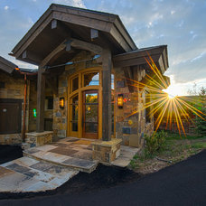 Rustic Entry by Martin Manley Architects