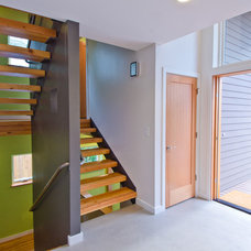 Modern Entry by Lee Edwards - residential design