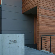 Modern Entry by ALCOVA architecture