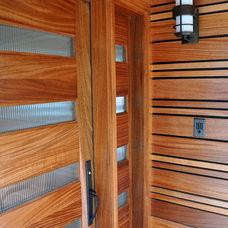 Contemporary Entry by Ventana Construction LLC