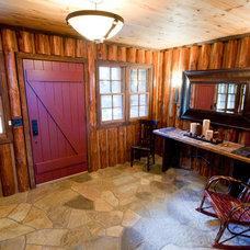 Rustic Entry by Benson Builders LLC