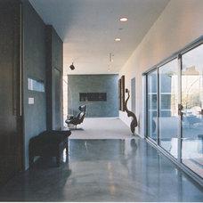 Modern Entry by Lewis / Schoeplein architects