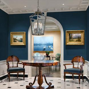 Idéer för mellanstora vintage foajéer, med blå väggar, kalkstensgolv, en enkeldörr, en svart dörr och vitt golv