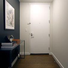 Modern Entry by Lisa Dreissig Design Studio