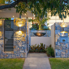 Contemporary Entry by Utopia Landscape Design