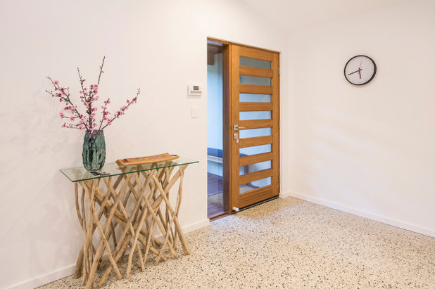 Contemporary Entry by Leimac Building
