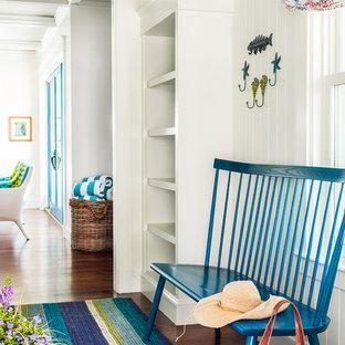 Idee per un ingresso con anticamera stile marinaro di medie dimensioni con pareti multicolore e parquet scuro