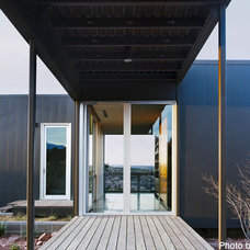 Modern Entry by Marmol Radziner