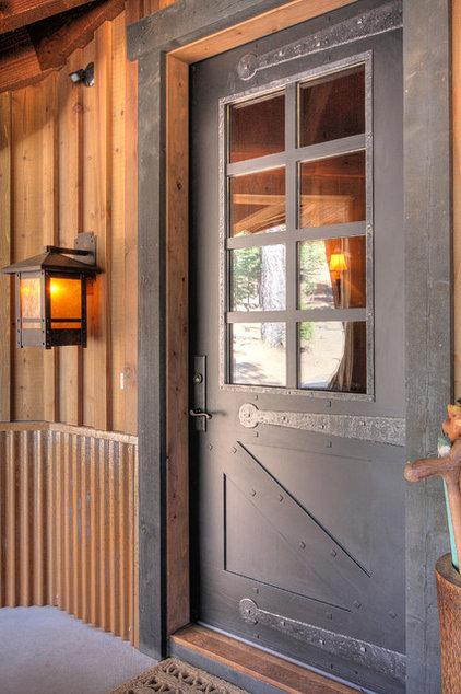 входные металлические двери в деревенский дом