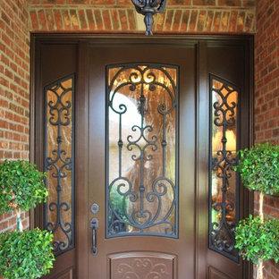 На фото: входная дверь среднего размера в классическом стиле с красными стенами, двустворчатой входной дверью, коричневой входной дверью и красным полом с