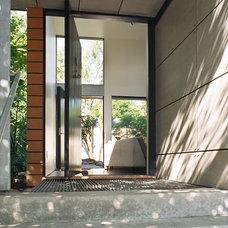 Modern Entry by Eggleston Farkas Architects