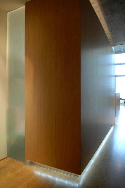 Modern Entry by Rockwood Design Associates, Inc.