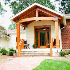 Contemporary Entry by John Linam Jr, Architect, PLLC