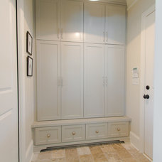 Traditional Entry by Abbey Construction Company, Inc.