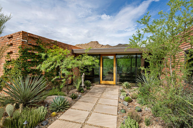Midcentury Entry by Greey Pickett