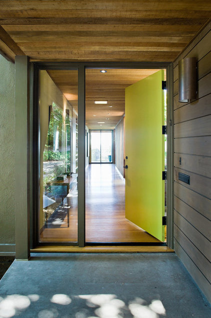 Modern Entry by Koch Architects, Inc.  Joanne Koch