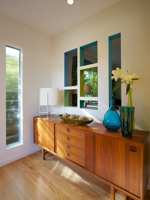 Modern Entryway Idea In Los Angeles With Beige Walls And Light Wood Floors Part 53