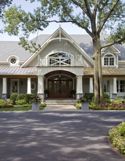 Traditional Entry by Riley Custom Homes & Renovations