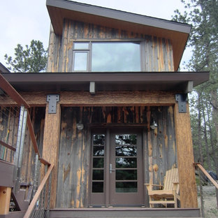 Mountain style single front door photo in Seattle with a glass front door
